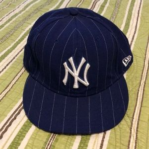 Fitted NY Yankees baseball cap. Like new.
